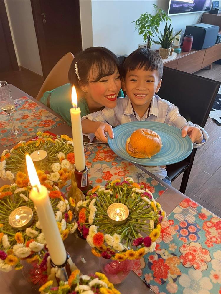 Ngay ve Viet Nam cua con trai Ngo Kien Huy-Hinh-12