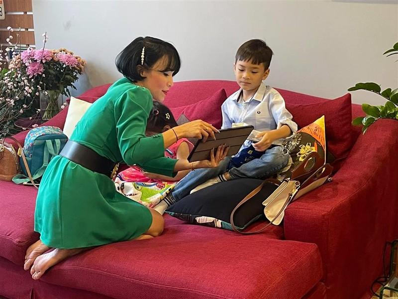 Ngay ve Viet Nam cua con trai Ngo Kien Huy-Hinh-13