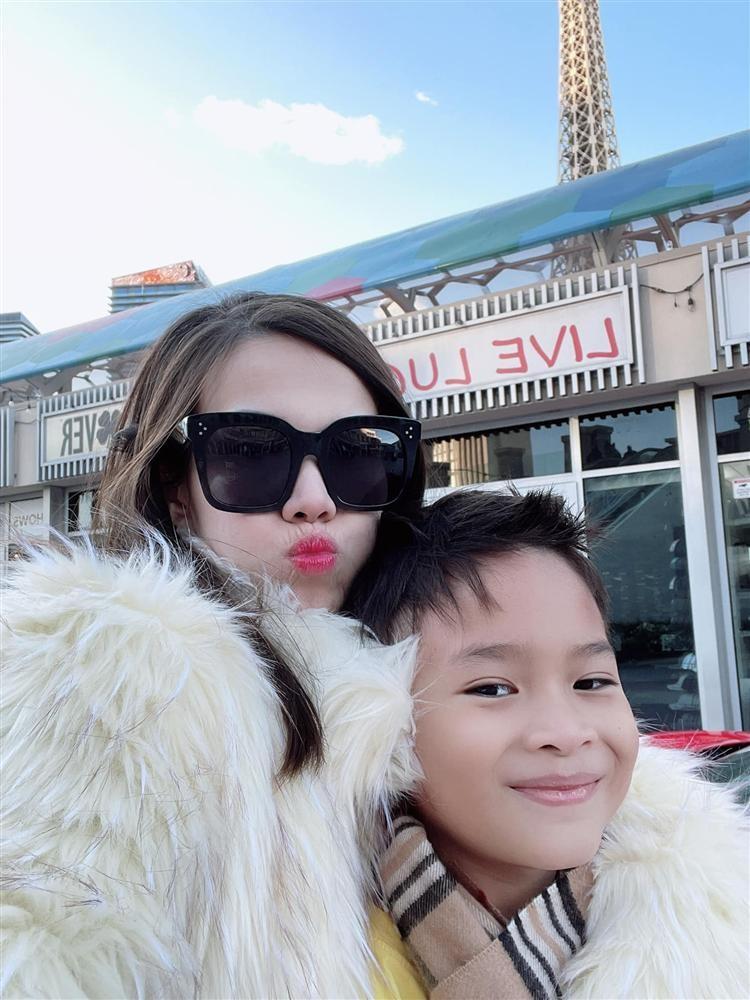 Ngay ve Viet Nam cua con trai Ngo Kien Huy-Hinh-17