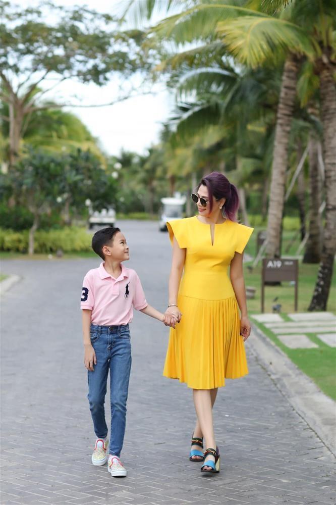 Ngay ve Viet Nam cua con trai Ngo Kien Huy-Hinh-4