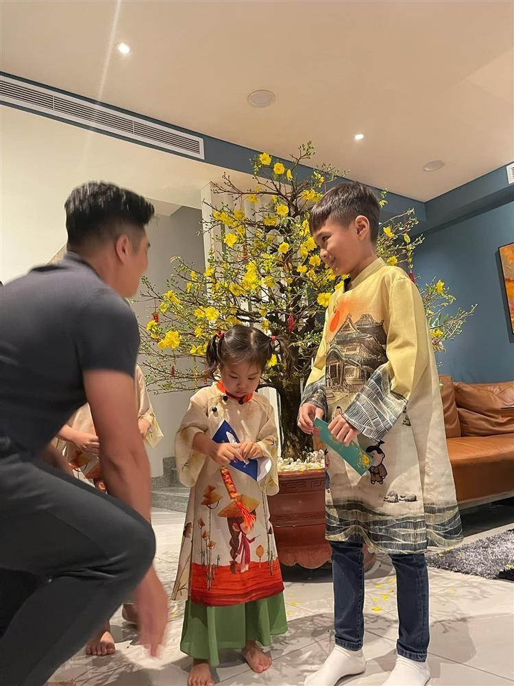 Ngay ve Viet Nam cua con trai Ngo Kien Huy-Hinh-8