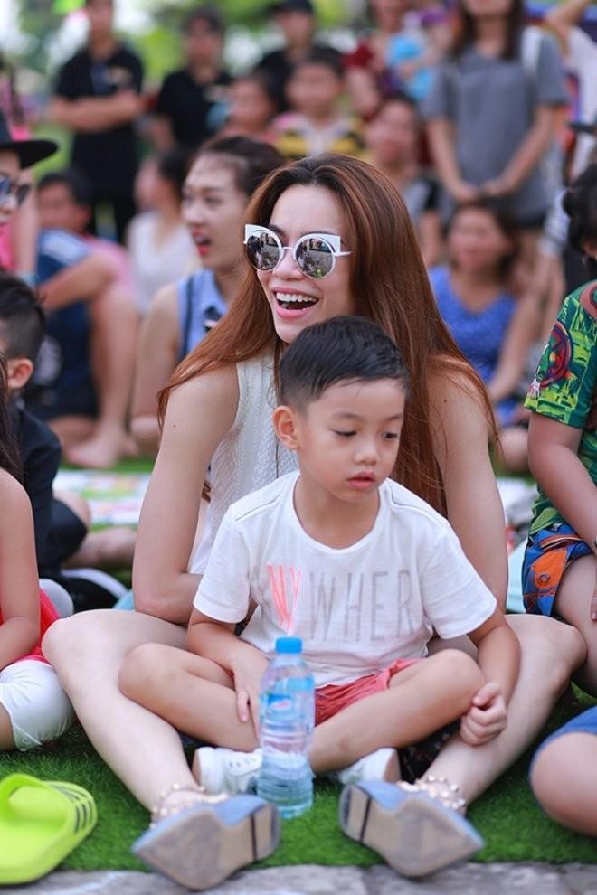 Thai do hoan toan khac biet cua Ha Ho trong lan sinh no thu 2-Hinh-4