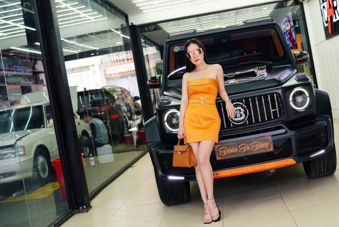 My nhan Viet dau nam duoc chong tang han sieu xe 13 ty