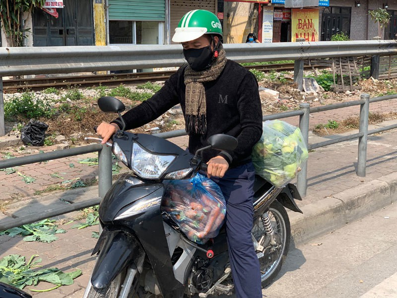 Dan Ha Noi chung tay giai cuu rau xanh cho nong dan Hai Duong-Hinh-11