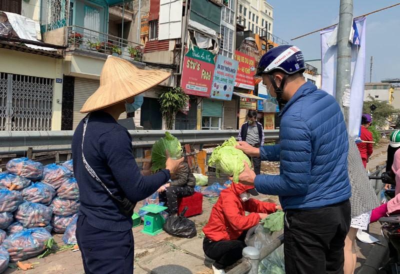Dan Ha Noi chung tay giai cuu rau xanh cho nong dan Hai Duong-Hinh-9