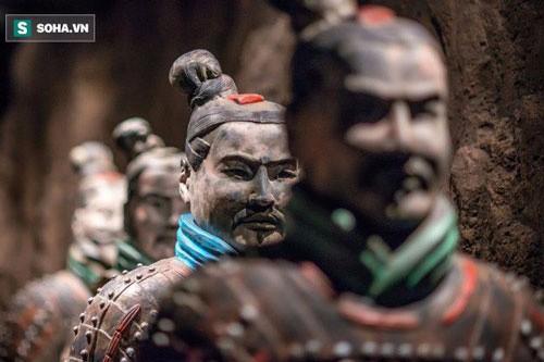 Tai sao tuong binh ma trong lang Tan Thuy Hoang khong doi mu sat?
