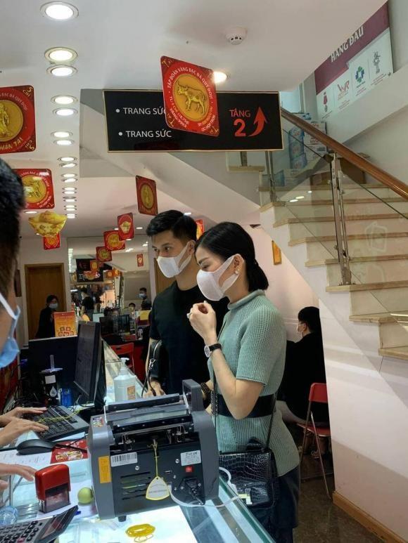 Thuc hu chuyen Le Quyen - Lam Bao Chau di mua nhan cuoi