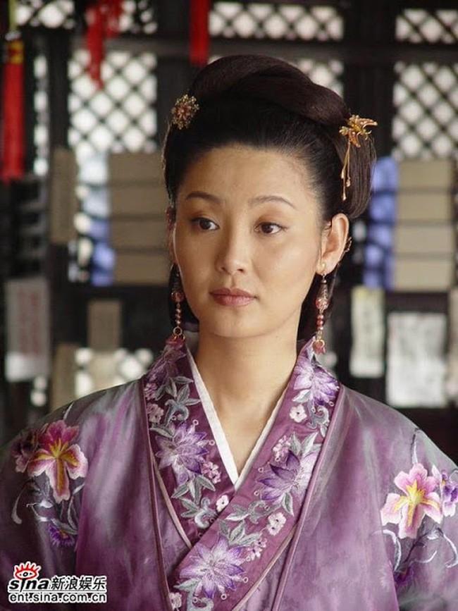 Vi sao Chu Nguyen Chuong chi sung ai nguoi vo chan to?-Hinh-4