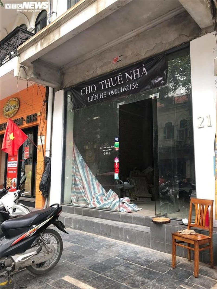 Hang quan pho co Ha Noi nghi Tet keo dai-Hinh-10