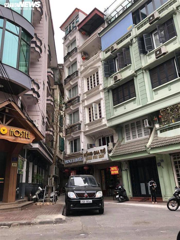 Hang quan pho co Ha Noi nghi Tet keo dai-Hinh-5