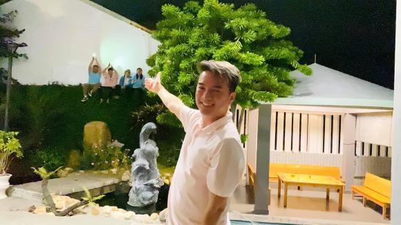 Dam Vinh Hung bat ngo khi fan