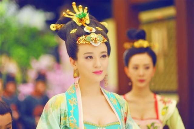 Hoang hau tai mao song toan co xuat than ly ky la ai?-Hinh-2