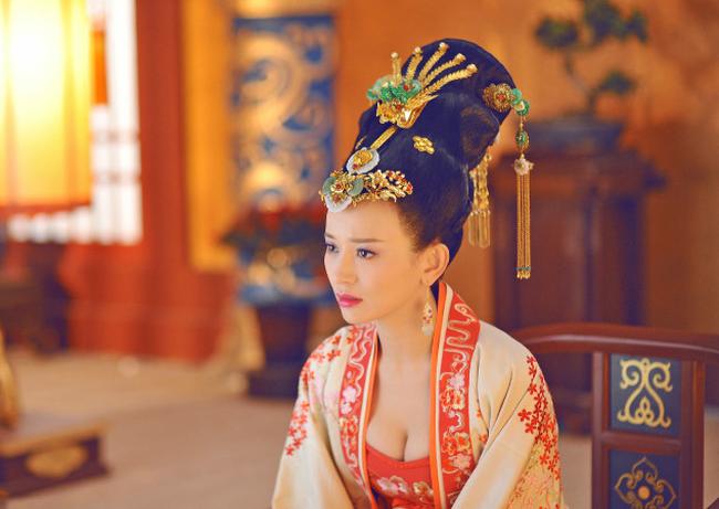 Hoang hau tai mao song toan co xuat than ly ky la ai?-Hinh-3