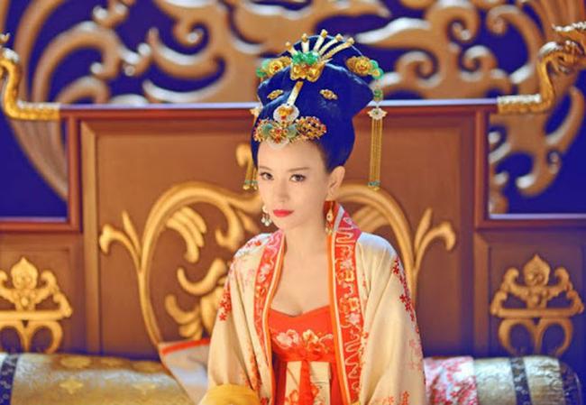 Hoang hau tai mao song toan co xuat than ly ky la ai?