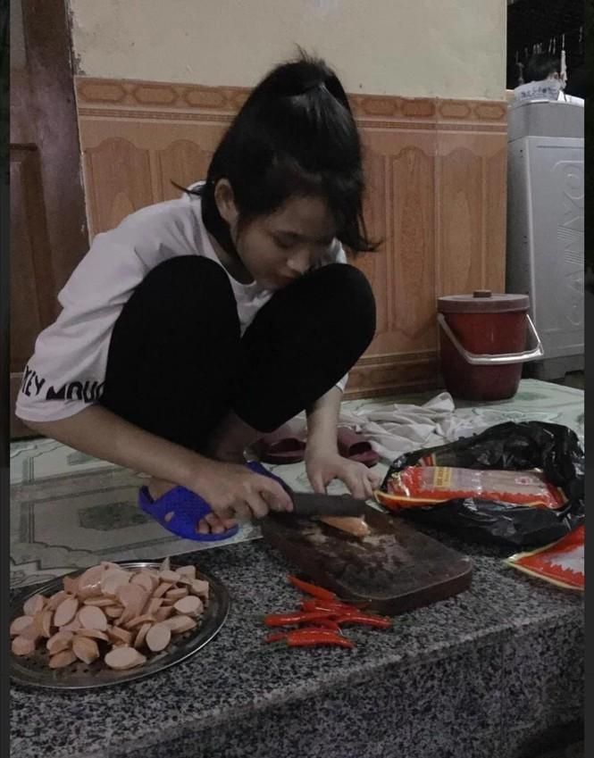 Loat anh thoi hoc sinh cuc de thuong cua Hoa hau Do Thi Ha-Hinh-13