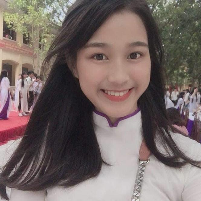 Loat anh thoi hoc sinh cuc de thuong cua Hoa hau Do Thi Ha-Hinh-5