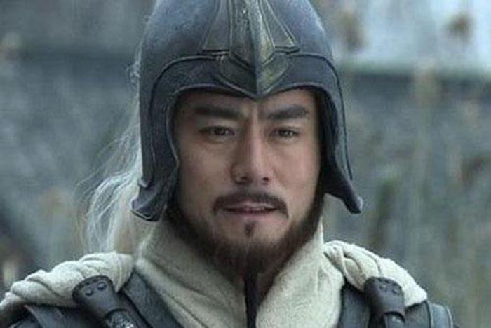 Tai sao La Mong giet Quan Vu mac cho Ton Quyen nhieu lan canh bao?