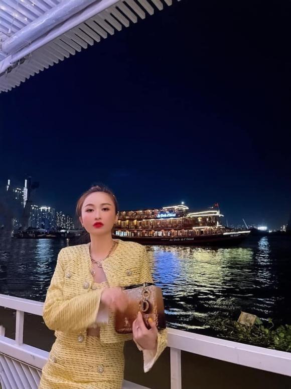 Vo hai Minh Nhua dang anh hanh phuc ben gia dinh sau on ao-Hinh-3