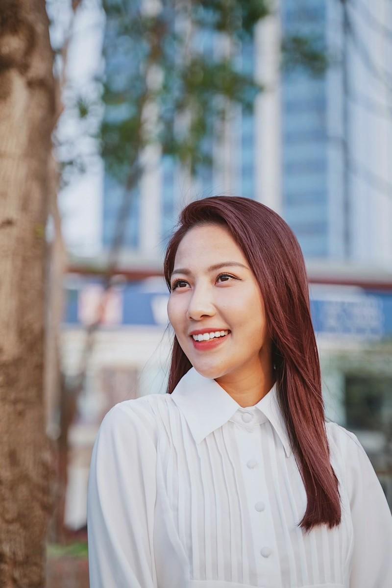 BTV Quynh Hoa noi ly do phai dung dan thoi tiet-Hinh-5
