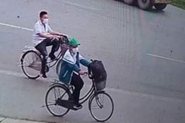 Cau chuyen xuc dong 2 hoc sinh dap xe 140km tu Thai Binh vao Thanh Hoa