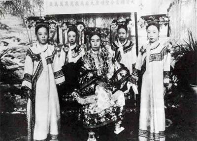 Chuyen ky la trong dam tang Tu Hy thai hau-Hinh-3
