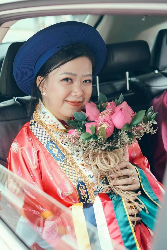 Cap doi mac co phuc trieu Nguyen trong ngay cuoi gay an tuong-Hinh-2