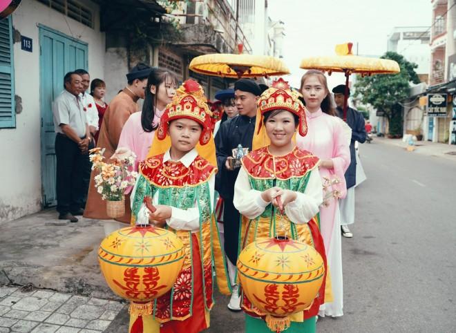 Cap doi mac co phuc trieu Nguyen trong ngay cuoi gay an tuong-Hinh-4