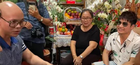 Phan Dinh Tung va Tuan Hung doi chat voi ba xa Van Quang Long