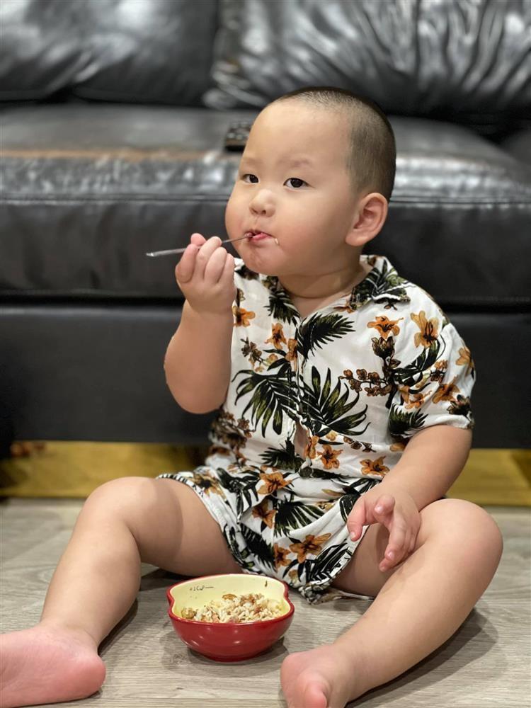Loat anh an uong cuc yeu cua con trai Tra My Idol-Hinh-4