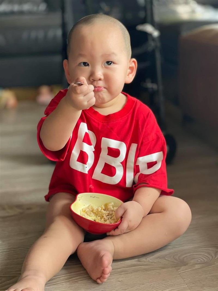 Loat anh an uong cuc yeu cua con trai Tra My Idol-Hinh-7
