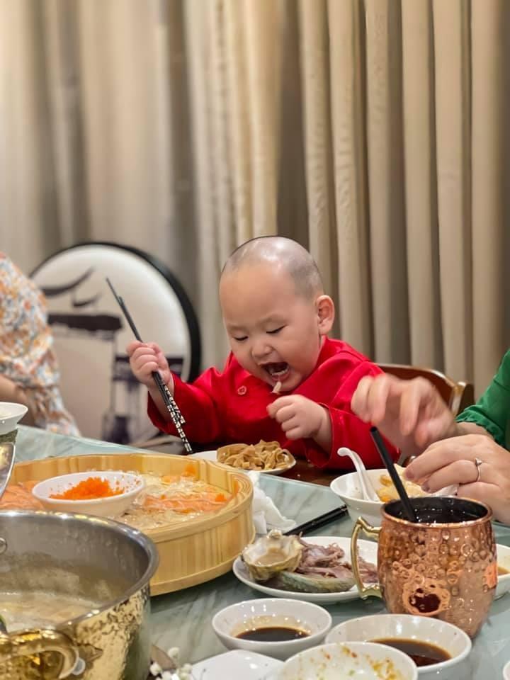 Loat anh an uong cuc yeu cua con trai Tra My Idol-Hinh-9