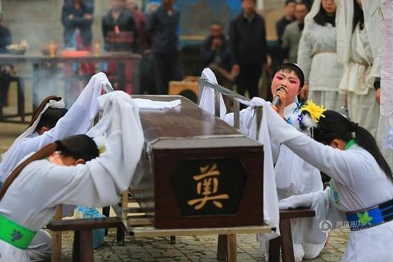 Nhung nghe nghe ten ky quac nhung hot bac o Trung Quoc-Hinh-2