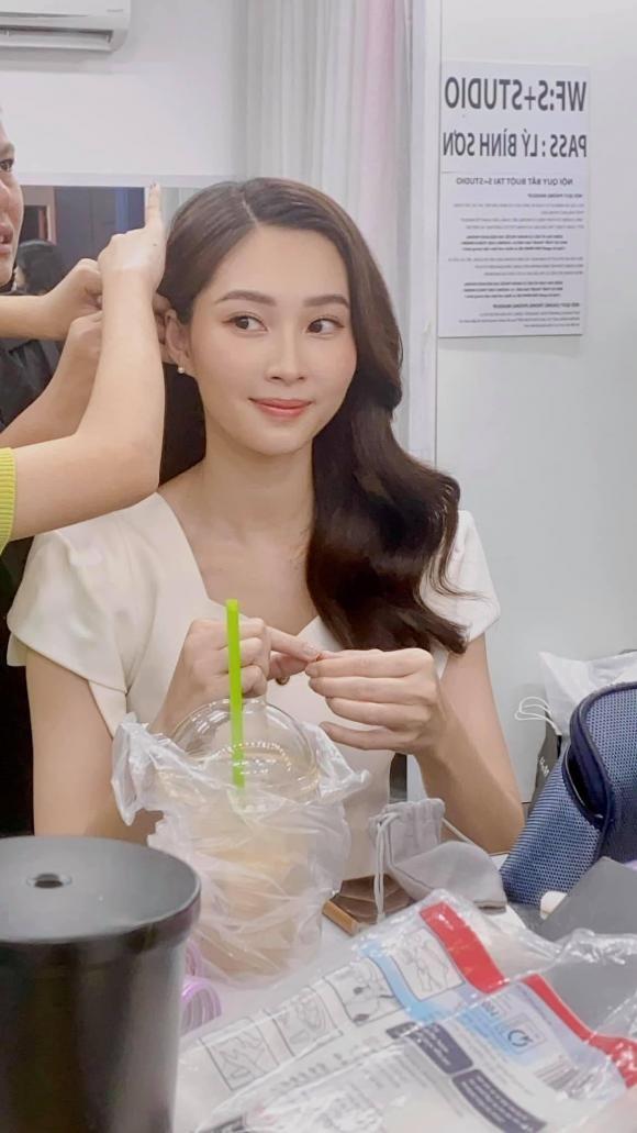Dang Thu Thao bi ekip tung anh chup bang camera thuong-Hinh-2