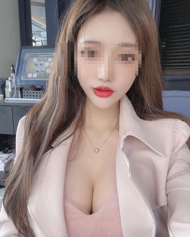 Hot girl cong khai rao ban anh nong tren song livestream