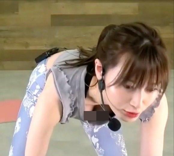 Day yoga nhung quen noi y, co giao Han Quoc hut gan 10 trieu luot view-Hinh-5