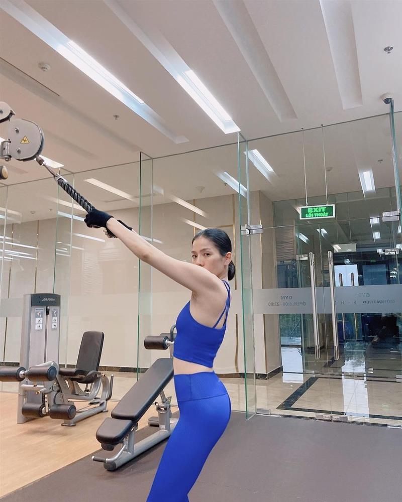 Le Quyen tao dang chang giong ai trong phong gym-Hinh-6