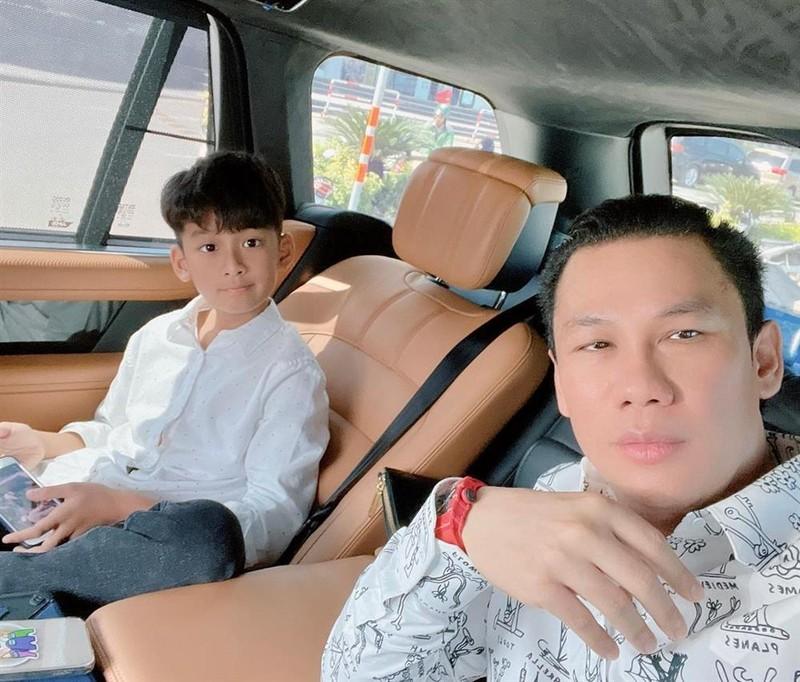 Cuoc song chuan cong tu cua con trai Le Quyen-Hinh-8