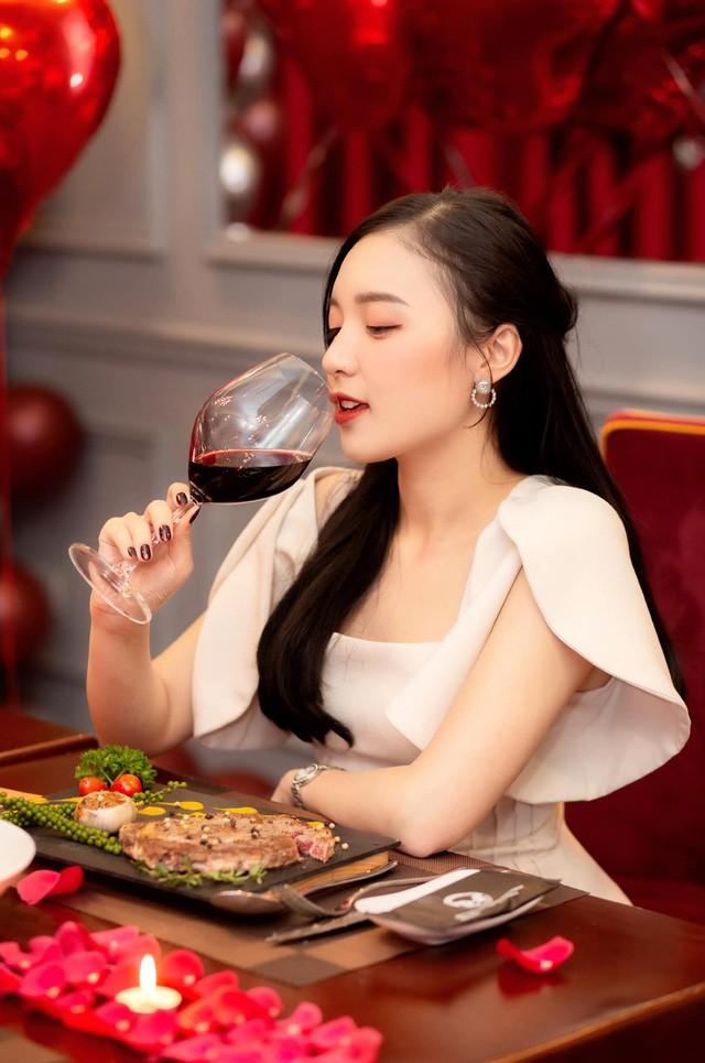 Nu MC hot nhat Lien Quan Mobile bi don yeu Pho Giam doc Garena-Hinh-7