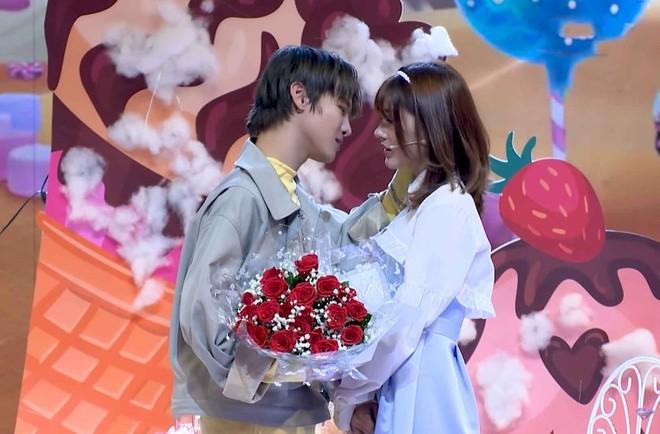 Pham Dinh Thai Ngan xin loi vi hon khach moi tai game show