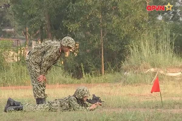 Mui truong Long dich than vao bep nau an cho Hau Hoang-Hinh-5