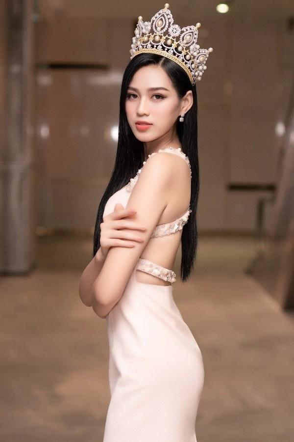 Hoa hau Viet Nam 2020 Do Thi Ha ngay cang goi cam-Hinh-26