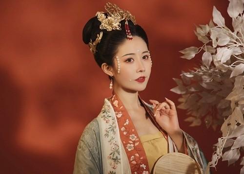 My nhan xuat than ca ky, co chong roi van khien Hoang de me miet-Hinh-2