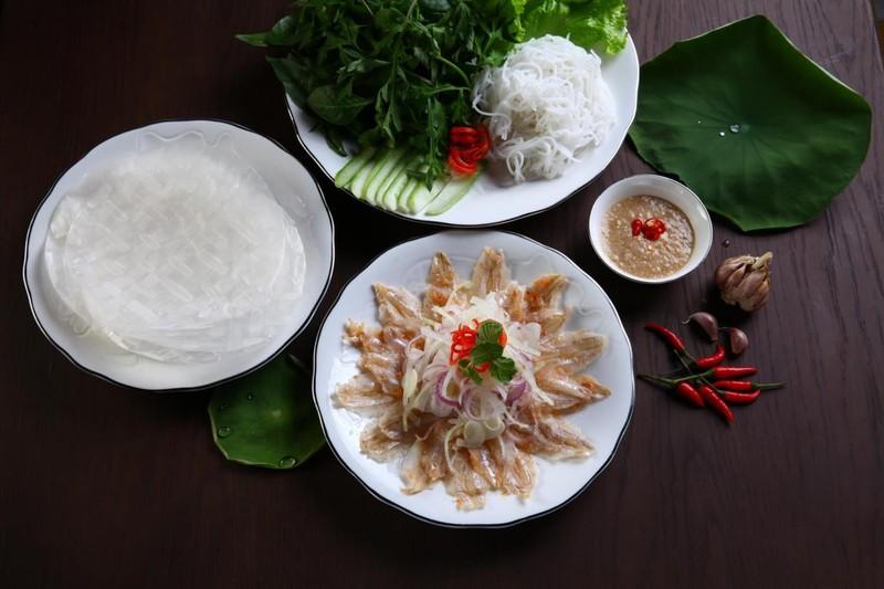 Mon goi ca hut khach o Quy Nhon duoc vi nhu 'sushi' phien ban Viet-Hinh-4