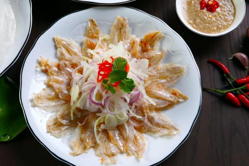 Mon goi ca hut khach o Quy Nhon duoc vi nhu 'sushi' phien ban Viet-Hinh-6