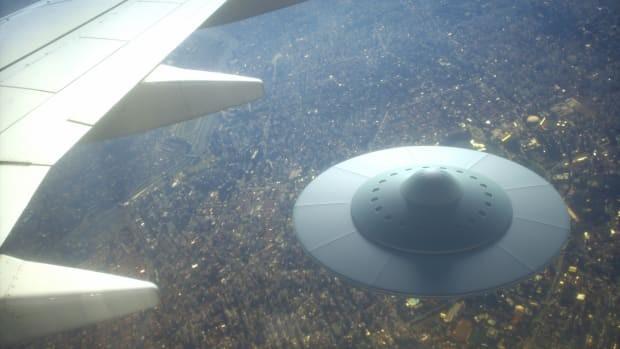 Cuu nghi si My: Tap doan vu khi My bi mat giau xac UFO