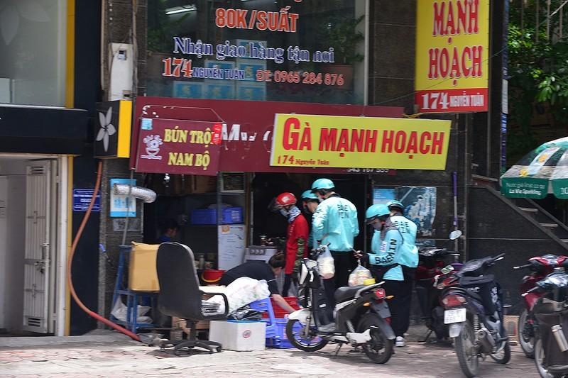 Shipper do an uong chay khong het viec trong mua dich-Hinh-2