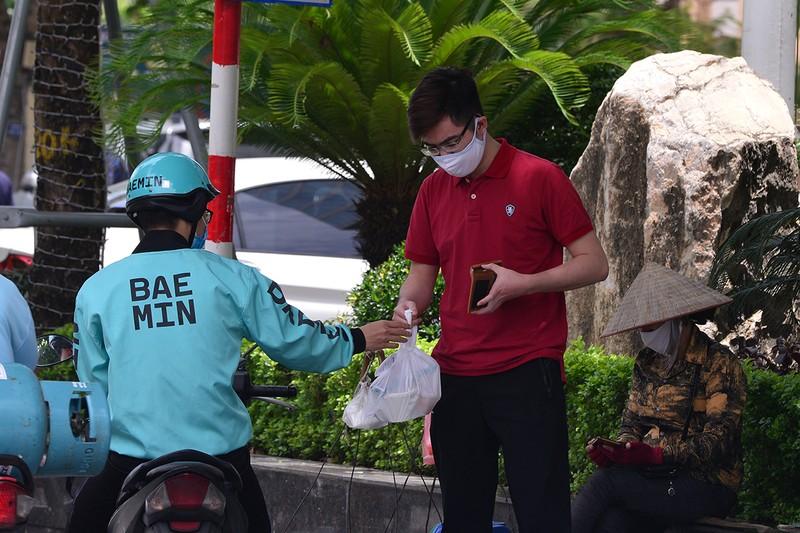 Shipper do an uong chay khong het viec trong mua dich-Hinh-3