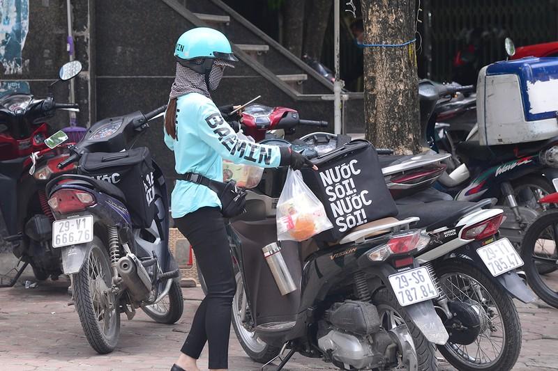 Shipper do an uong chay khong het viec trong mua dich-Hinh-4