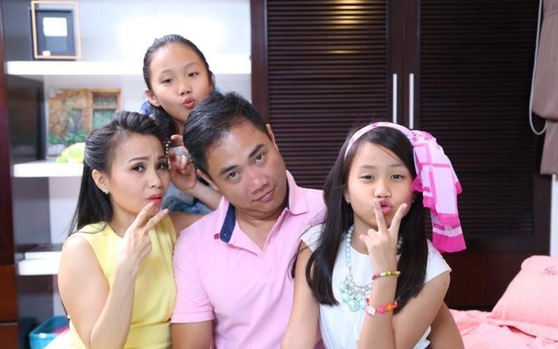 Anh hiem cua bo 3 chi em ty phu dinh dam showbiz Viet-Hinh-3