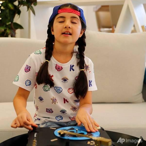 Co be 9 tuoi thanh nu DJ tre nhat Dubai-Hinh-2